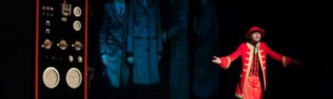Dziecko za rękę z teatrem