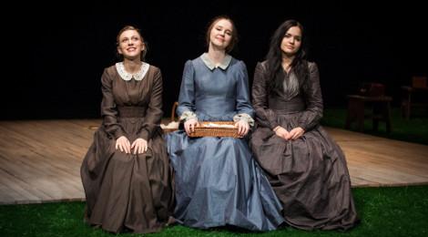 "Fotorelacja ze spektaklu ""Noce sióstr Brontë"" - dyplomu studentów AT"