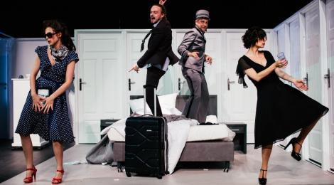 Hotelowe harce i umizgi, czyli komedia na cztery serca i zmyślnego portiera (Akt równoległy)